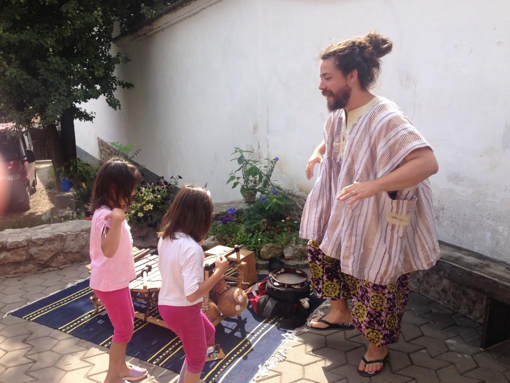 Afrikai tánc - Kis Szent Teréz Gyermekotthon, Torockó (RO), 2015