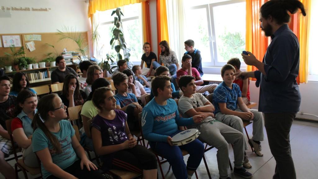 English Week, Szent Antal Katolikus Iskola, Kübekháza, 2015 - Hangszerbemutató (2)